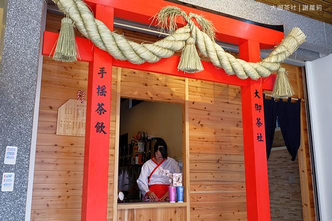 36828473935 4c97ebb446 b - 熱血採訪 | 大御茶社。一中街最新IG超夯話題,日本神社 大紅鳥居空降,還有超美的浪漫櫻花造景可以拍照呦!