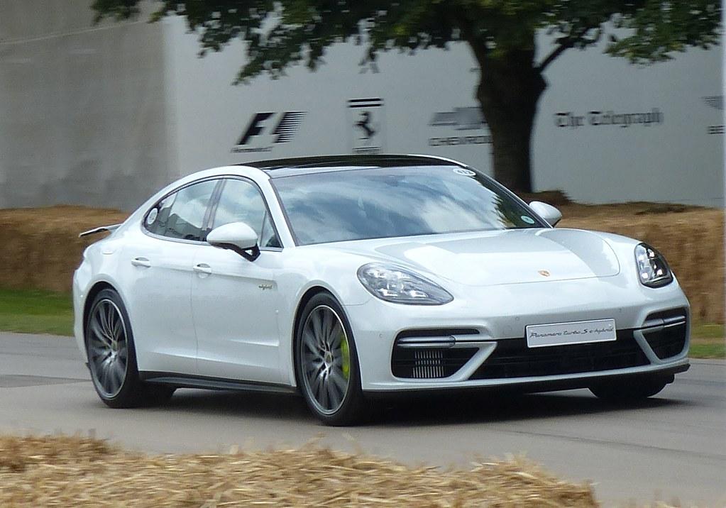 412 Porsche Panamera Turbo S E Hybrid White 2017 Vr