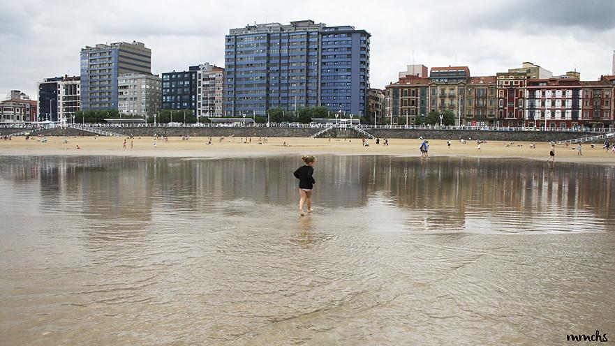 corriendo por playa de San Lorenzo