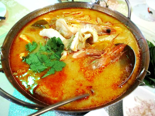 Flavours Thai Kitchen seafood tom yam 1
