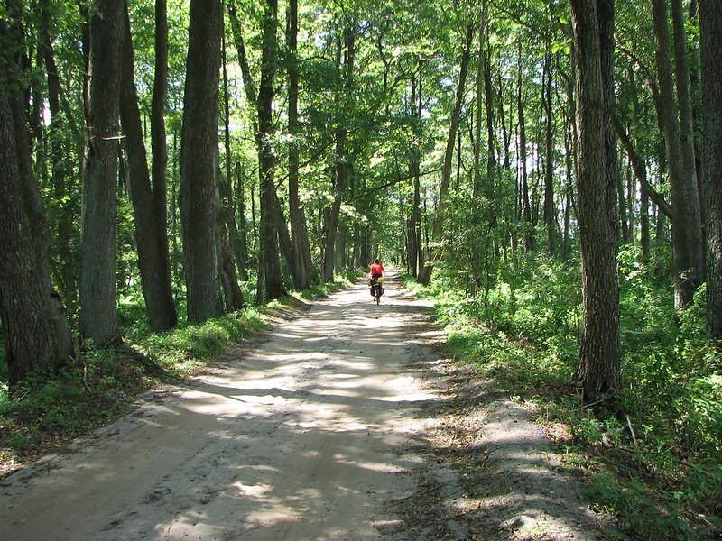 Дорога від озера до траси