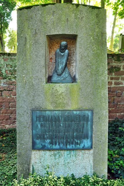 Hauptfriedhof Mannheim - Auf den Spuren zu den Grabstätten bekannter Mannheimer Persönlichkeiten ... Brigitte Stolle Oktober 2017