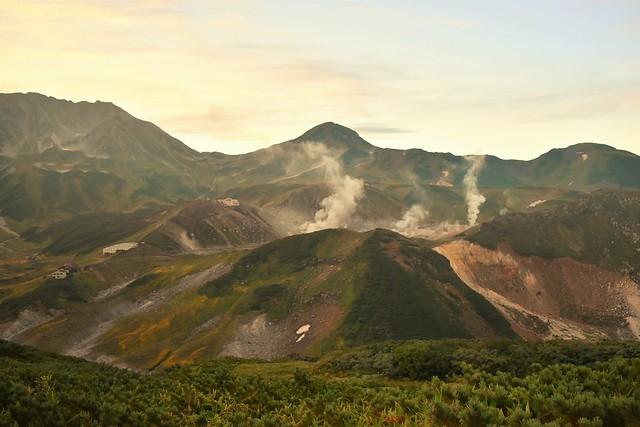北アルプス・立山の地獄谷