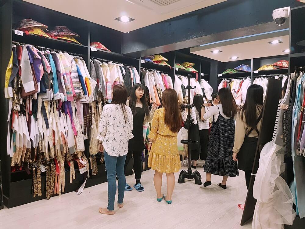 Korea's Seohwa Hanbok for rent