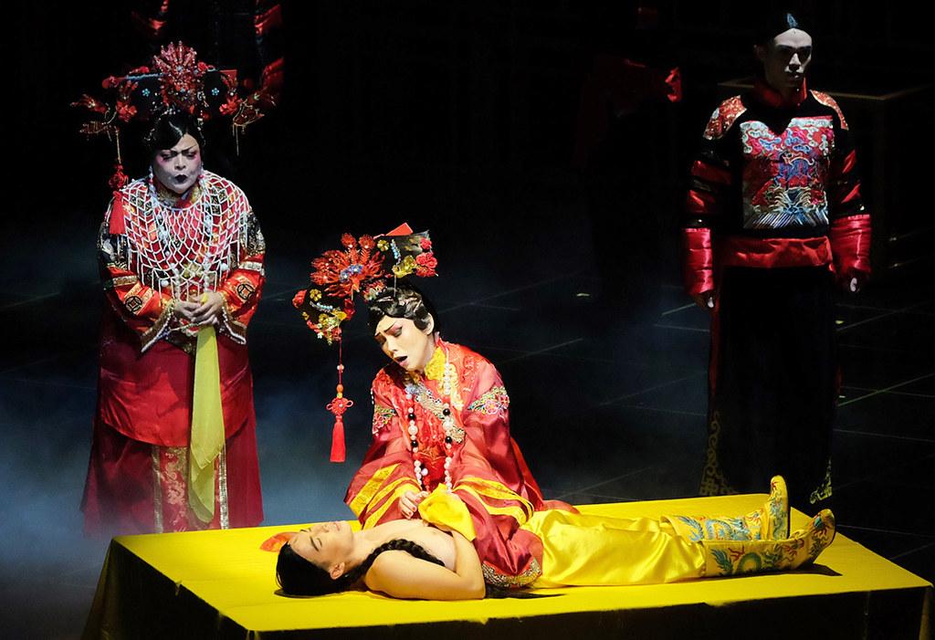 Act 2 Scene 1 | Photo Credit: Singapore Repertory Theatre