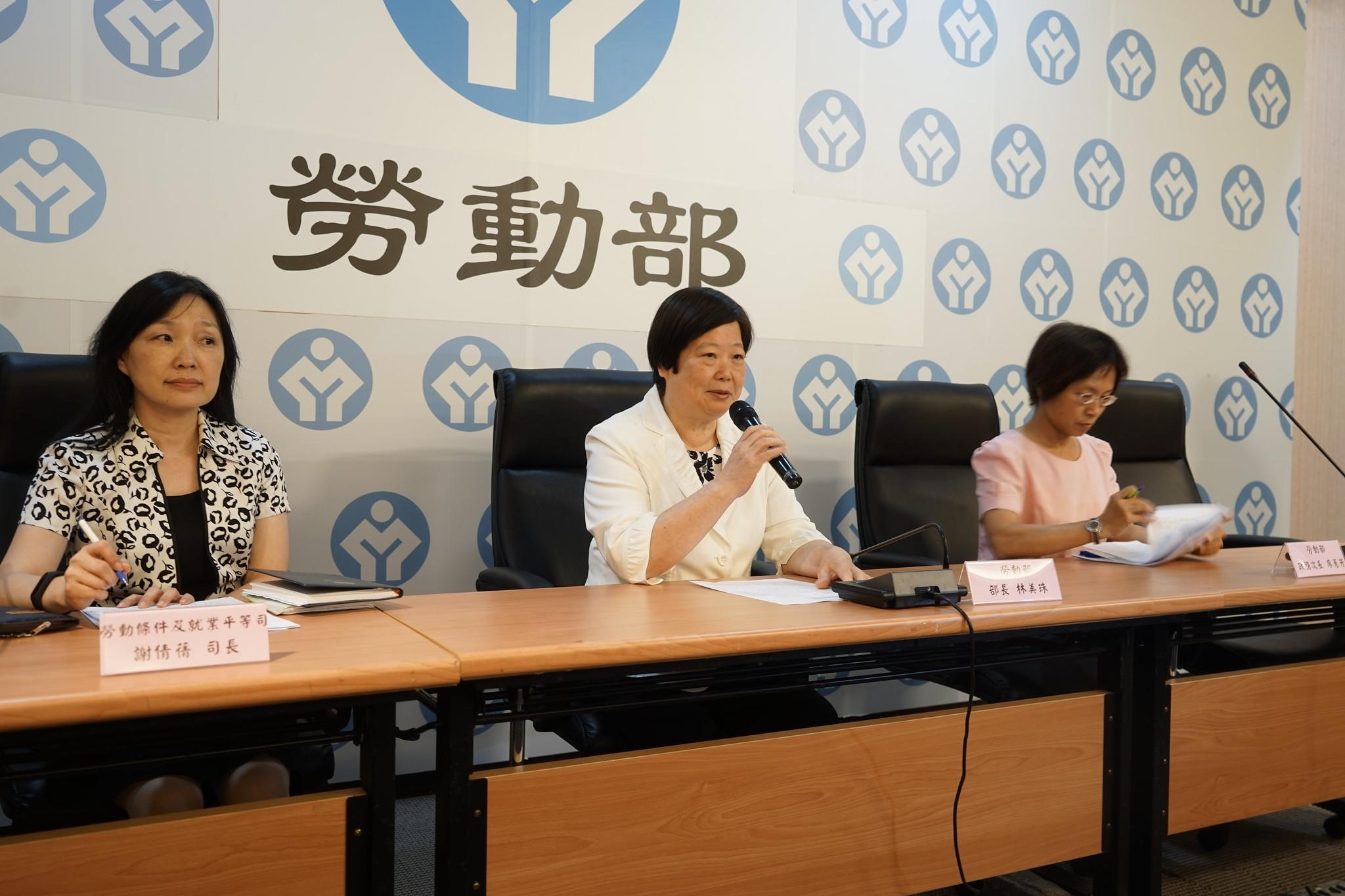 基本工資審議委員會結束後,勞動部長林美珠親上火線,說明討論過程與調整幅度。(攝影:張宗坤)