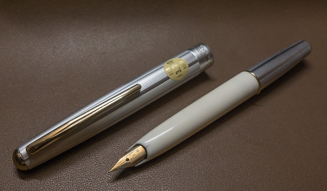 Platinum 18K 細軟 銀白短身鋼筆