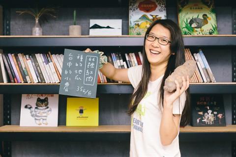現任地理老師的她把地理課變成環境教育課。攝影:吳宜靜。