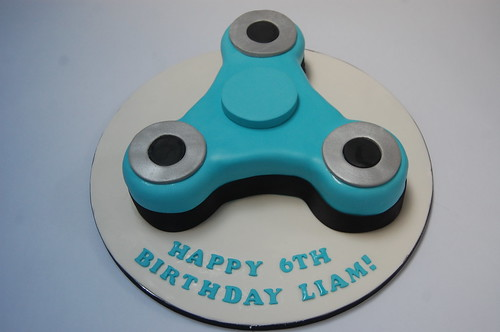 Fidget Spinner Cake – Beautiful Birthday Cakes