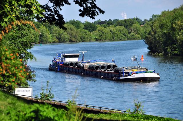 Edinger Schlössl ... Garten der ehemaligen Schlosswirtschaft ... Schiffsverkehr auf dem Neckar ... Brigitte Stolle