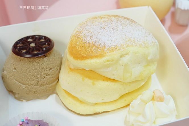 36356486230 ec056ec6ab b - TWO DAY 日日鬆餅。低調藏在觀光夜市裡面的超夢幻小店,有著入口即化的北海道舒芙蕾鬆餅