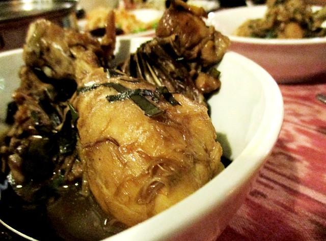 Daun sireh chicken