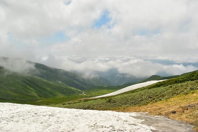雲海と残雪