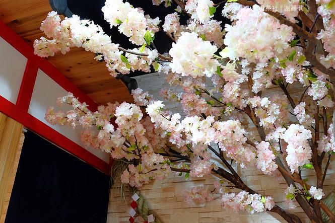 36828472935 25d7c6af44 b - 熱血採訪 | 大御茶社。一中街最新IG超夯話題,日本神社 大紅鳥居空降,還有超美的浪漫櫻花造景可以拍照呦!
