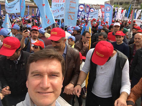 Members of Deriteks rally in Gebze, Turkey for May Day 2017