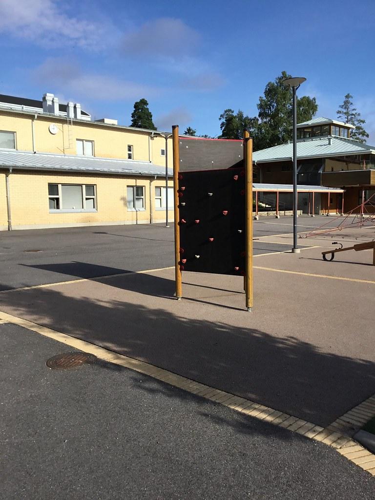 Kuva toimipisteestä: Postipuun koulu / Ulkokiipeilyseinä