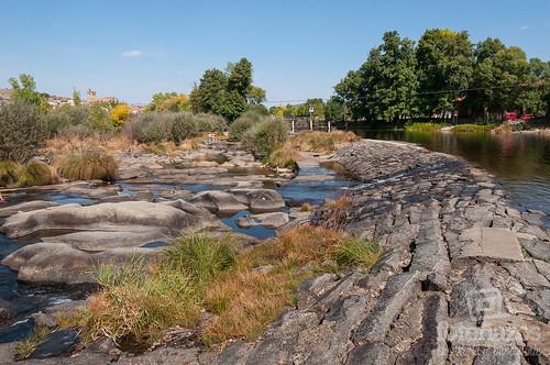 El puente medieval sobre el r o tormes en puente del for Piscinas naturales rio tormes
