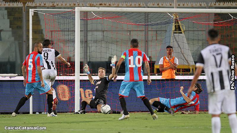 Un flash del match di coppa dello scorso 13 agosto tra Catania e S.Leonzio