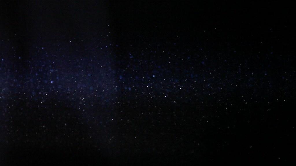 從放映投射光裡看到的塵埃,影像的最初