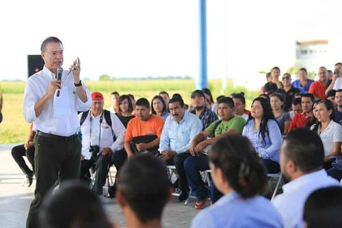 Entrega Quirino Ordaz paquete de obras viales en Elota