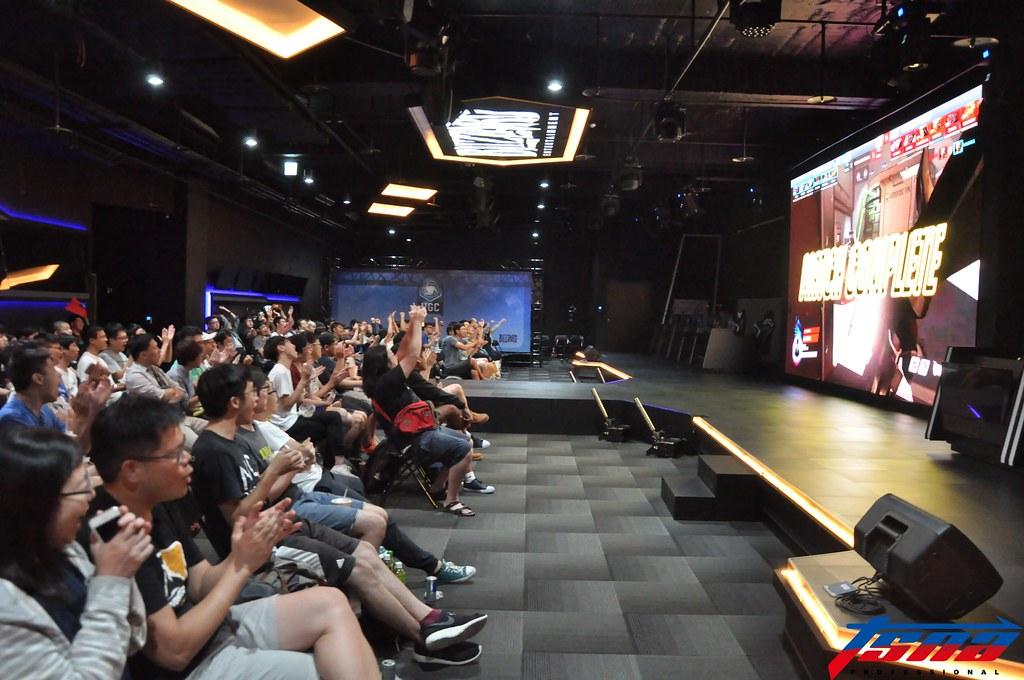 不少粉絲到電競館為遠在美國的台灣隊加油。(張哲郢/攝)