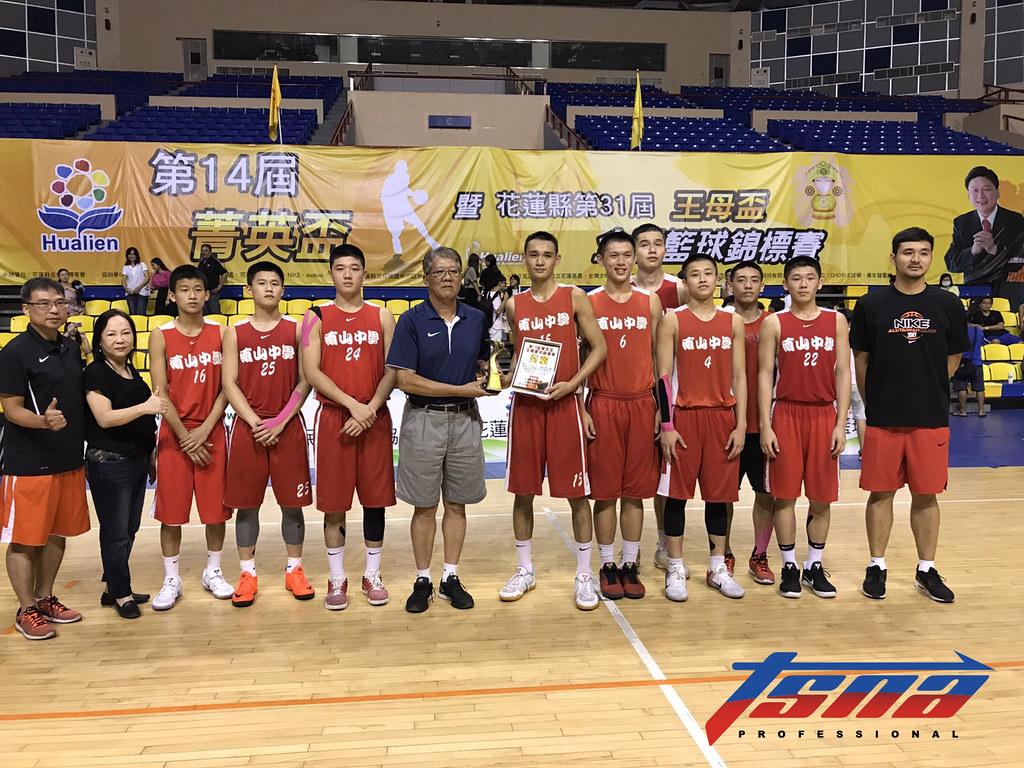 南山收下菁英盃高中男甲組冠軍。(鍾亞芳/攝)