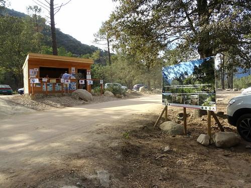 Photos du panneau après sa mise en place devant l'Office du Tourisme