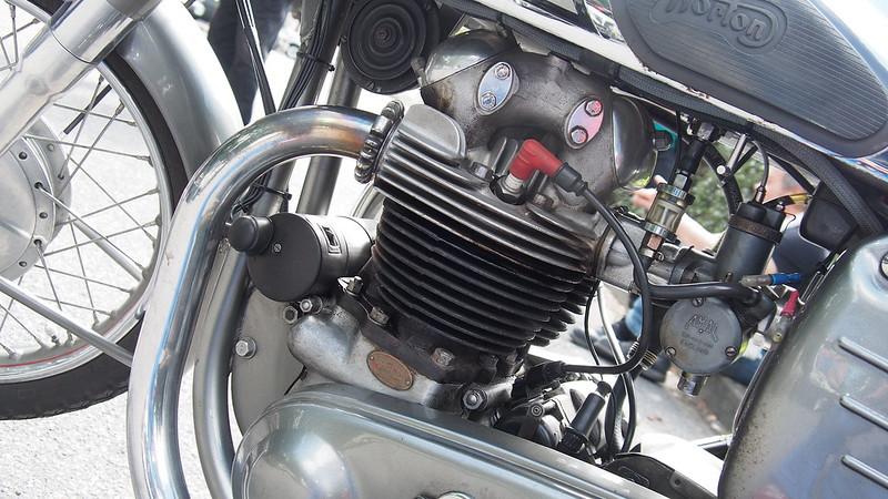 Norton 500 Dominator 88 / 1956 - Beynes (78) Août 2017 36405953241_f43bef8fa2_c