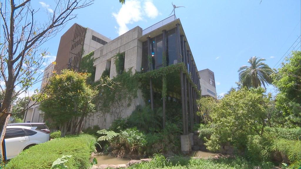 920-1-14 這家髮妝工廠,廠房設計之初,就將當地地勢、陽光與風向納入考慮,建造出冬暖夏涼的建築。