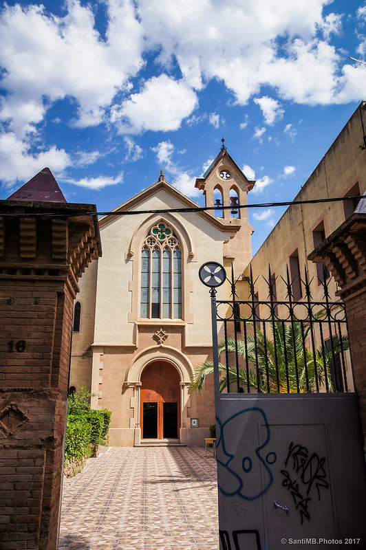 Iglesia del convento de las Hermanas Mínimas desde el camino de Sant Genís