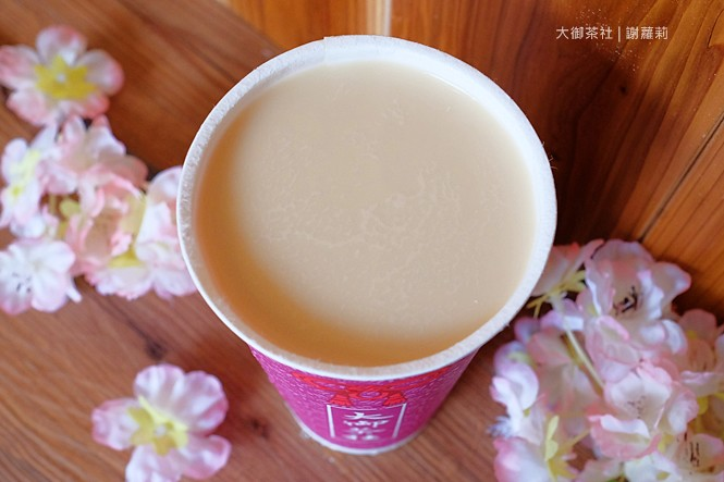 36019124993 82c3ae7948 b - 熱血採訪 | 大御茶社。一中街最新IG超夯話題,日本神社 大紅鳥居空降,還有超美的浪漫櫻花造景可以拍照呦!