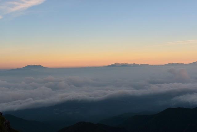 八ヶ岳から眺める御嶽山と乗鞍岳