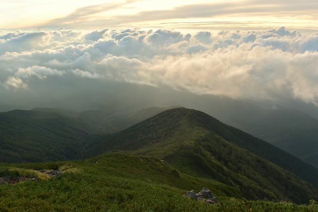 雲海と杣添尾根