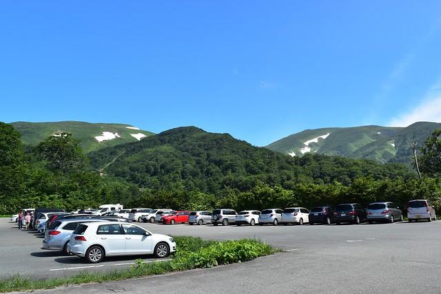 姥沢駐車場からの月山