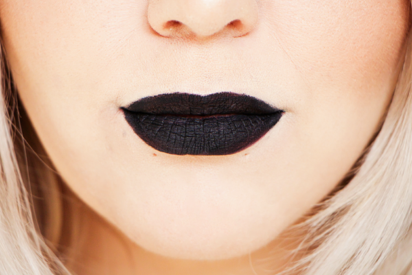 Rimmel Stay Matte Liquid Lip Colour in Pitch Black