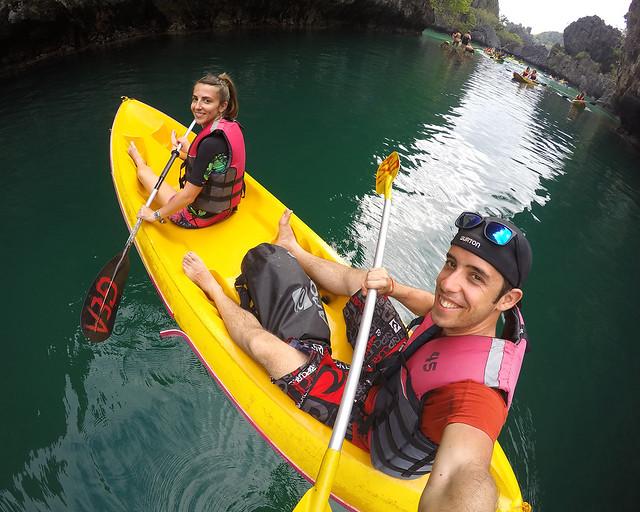 En kayak por la big lagoon de El Nido, sin duda de las mejores cosas que ver y hacer en Filipinas