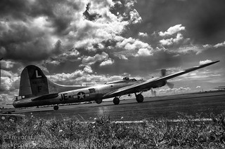 B17 Flying Fortress HDR 2 Black and White | by Kenjis9965