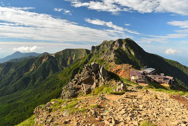 赤岳の稜線から眺める横岳~硫黄岳方面の展望