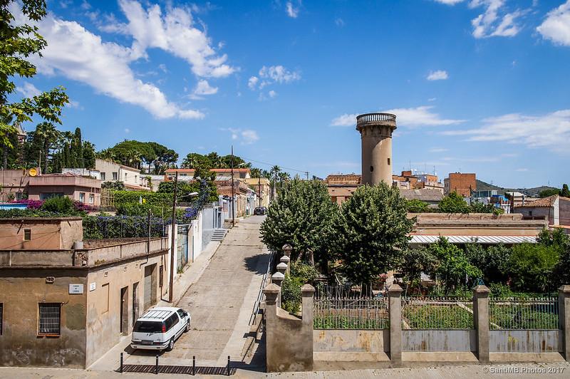 Calle Capcir desde la calle Lisboa, con la Torre de la Purísima
