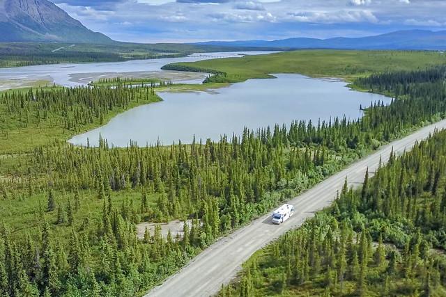 Viaje a Alaska en autocaravana a vista de drone