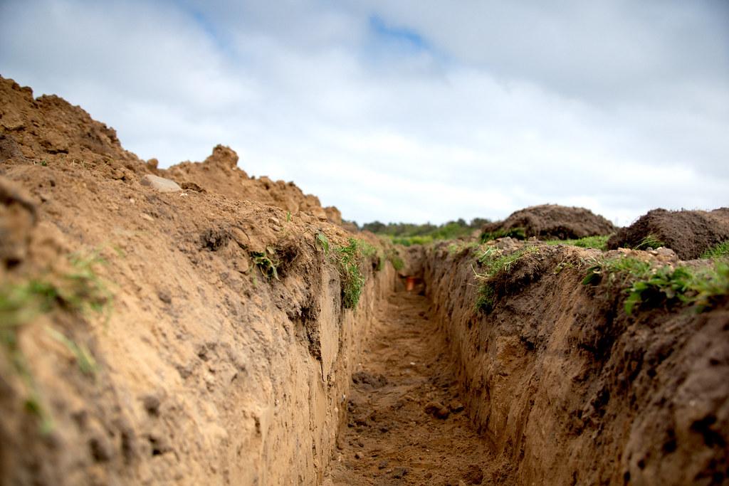 田間土壤。圖片來源:Andy Rogers(CC BY-SA 2.0)。