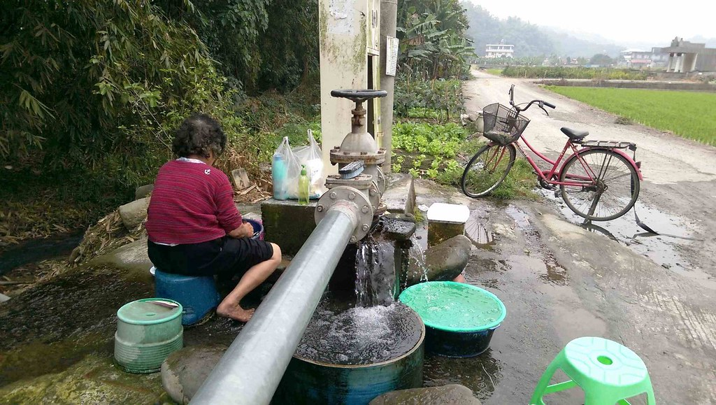 e1455782384304_美濃地區過去湧泉遍佈,洗衣洗菜構成鄰里文化,但在深水井進駐後,湧泉卻逐漸消失