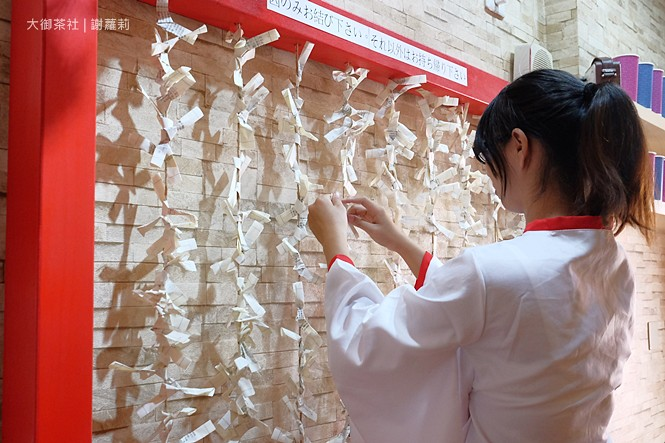 36828471735 da35cd1980 b - 熱血採訪 | 大御茶社。一中街最新IG超夯話題,日本神社 大紅鳥居空降,還有超美的浪漫櫻花造景可以拍照呦!