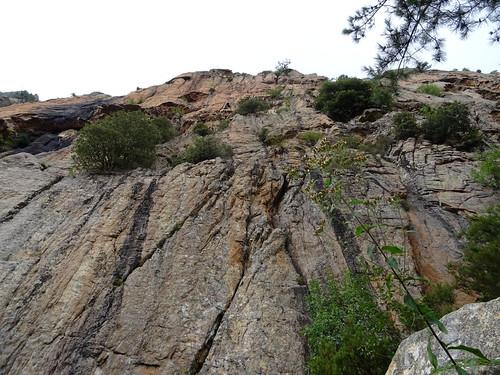 La traversée infernale sous les parois contreforts de Pta di San Gio Agostinu : la paroi au-dessus de nos têtes