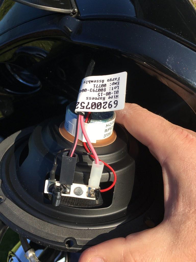 Changer les hauts-parleurs sur un Road Glide / tutoriel 37110497880_65b18f8eb4_b