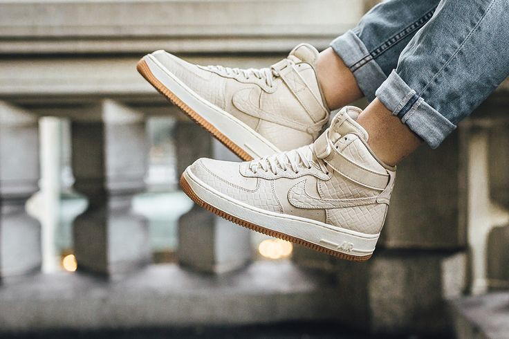 NIKE Women's Air Force 1 Hi Premium