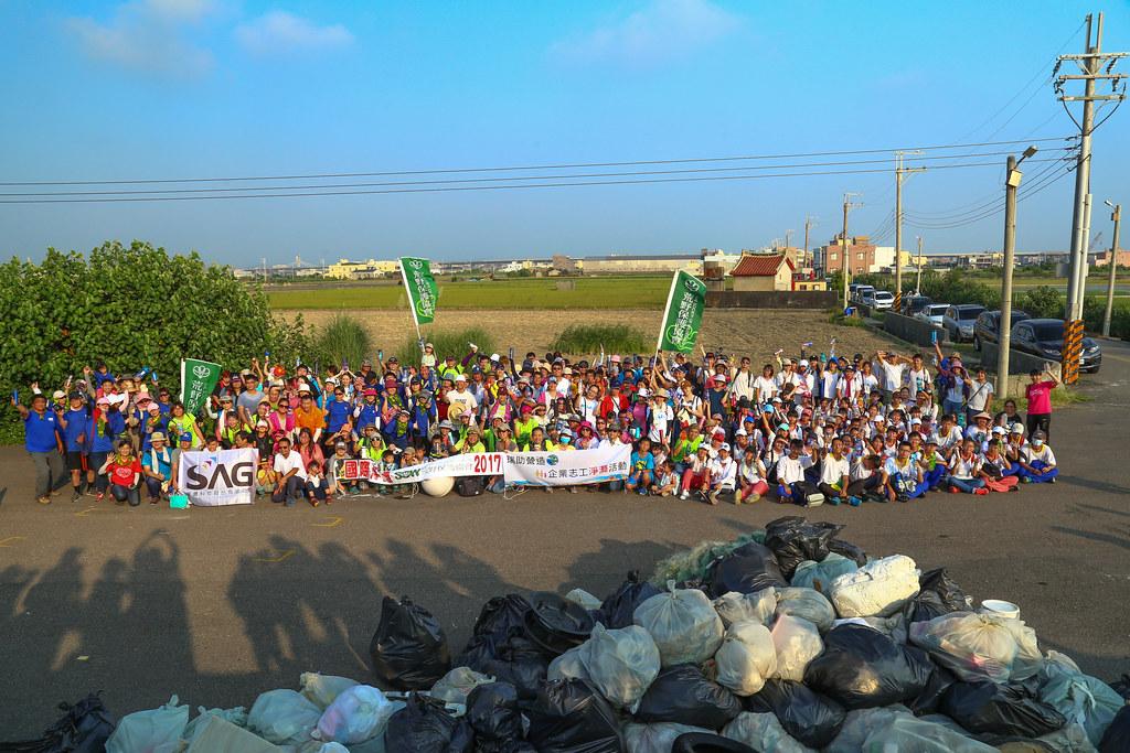 荒野保護協會國際淨灘行動(台中大甲場941人參加)