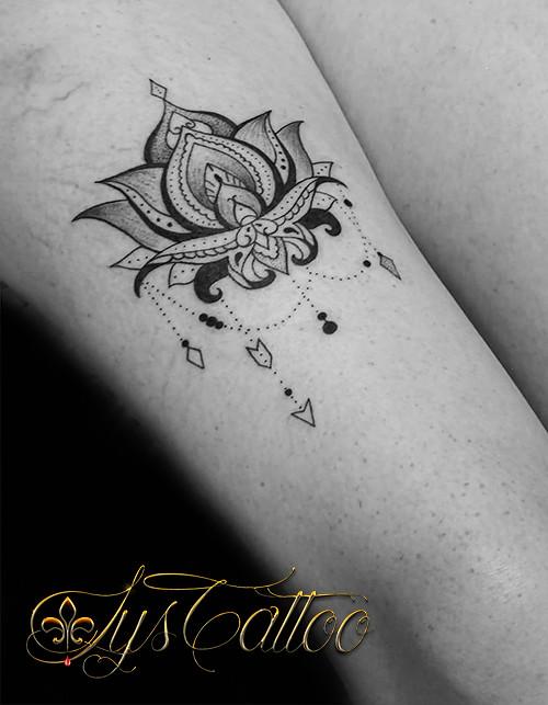 Tatouage Lotus Cuisse Tatouage Cuisse Femme Fleur De Lotu Flickr