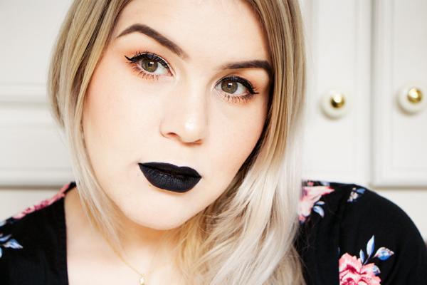 Rimmel Stay Matte Liquid Lip Colour in Pitch Black