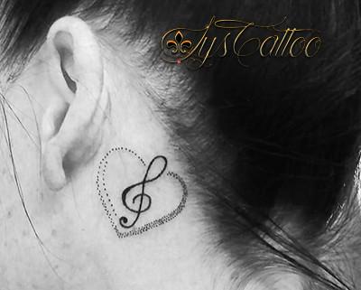 Coeur Cle Sol Oreille Tatouage Derriere L Oreille Femme C Flickr